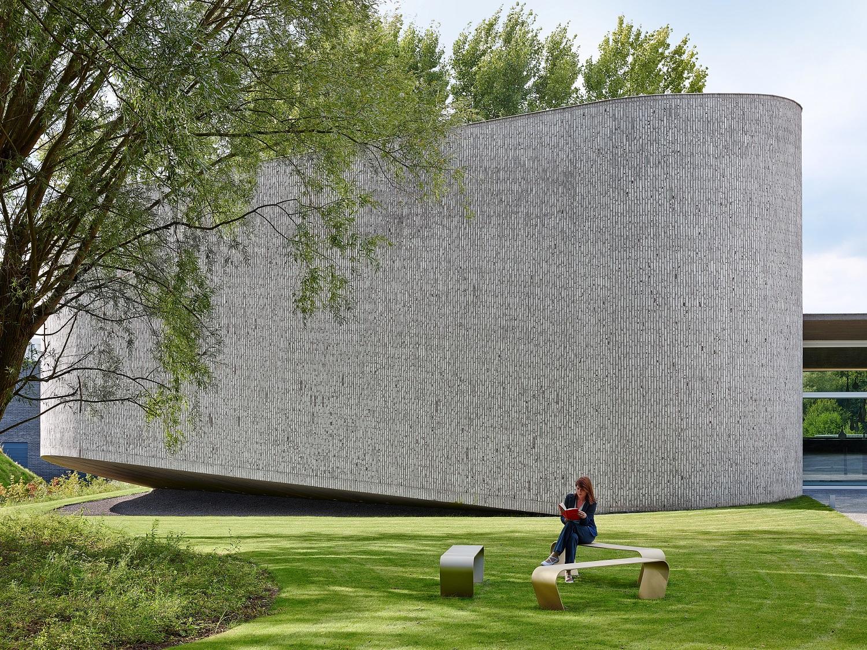 Auditorium AZ Kortrijk by Dehullu Architecten - Dennis De Smet © 2014