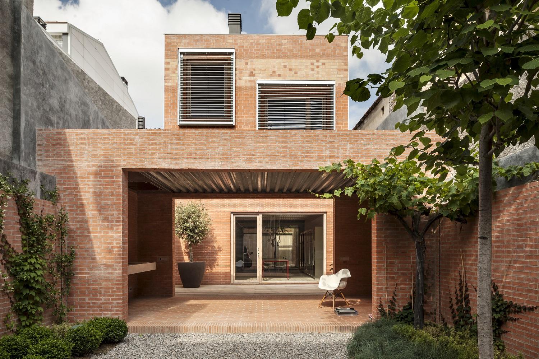 House 1014, Spain